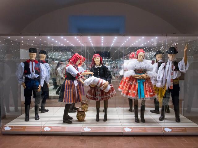 Výstava Lidový oděv na Moravě