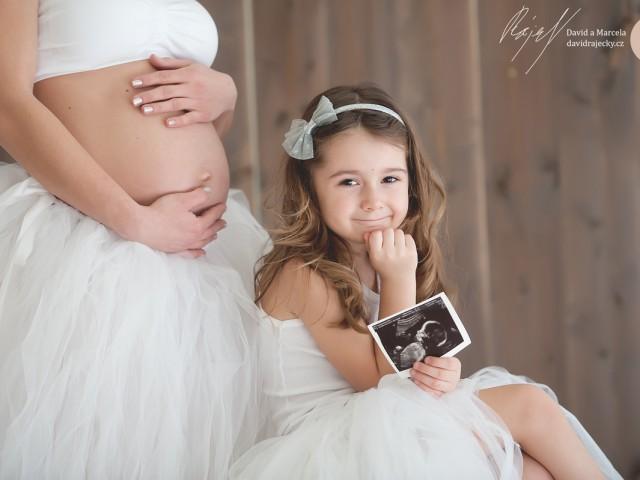 Těhotenské focení ve studiu